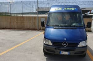 autobus bus away noleggio con conducente